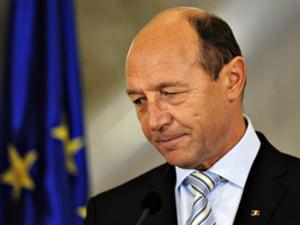 Basescu: pensiile scad cu 15% si salariile bugetarilor, cu 25%