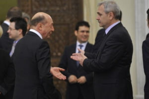 Basescu avertizeaza: Exista riscul unui colaps financiar daca se continua descentralizarea