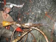 Basescu le cere ministrilor redeschiderea minelor