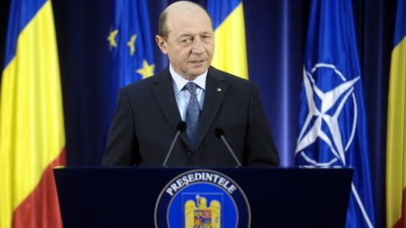 Basescu solicita reexaminarea legii privind infiintarea ASF