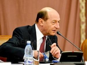 Basescu spera ca se vor putea creste salariile bugetarilor cu 15%