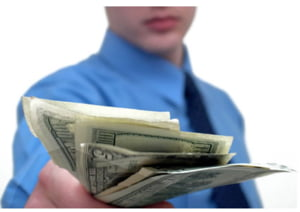 Berceanu vrea sa le dea CFR-istilor concediati 6 salarii compensatorii