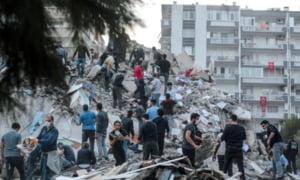 Bilant dramatic al cutremurului din Turcia si Grecia: Cel putin 26 de morti, peste 800 de raniti si 196 de replici ale seismului