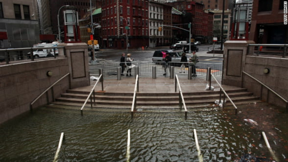 Bilantul uraganului Sandy: La un pas sa transforme New York in Fukushima