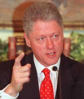 Bill Clinton organizeaza un concurs pentru a achita datoria sotiei sale din campania electorala