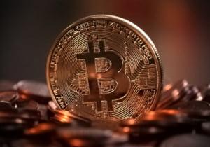 Bitcoin își continuă declinul. Moneda virtuală a ajuns să coste sub 30.000 de dolari. În martie era peste 60.000 de dolari