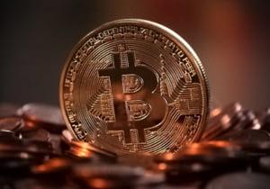 Bitcoin a crescut cu peste 1.000 de dolari in doar o zi, depasind 11.000 de dolari