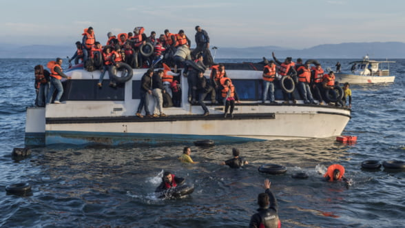Bloomberg: Criza refugiatilor nu se va rezolva cu pedepse. UE ar trebui sa aiba o alta abordare