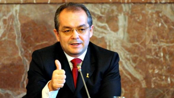 Boc: Acciza pe combustibil, propusa pentru a da bani campaniei electorale USL