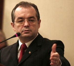Boc cere Eximbank sa taie salariul conducerii la 1.000 euro