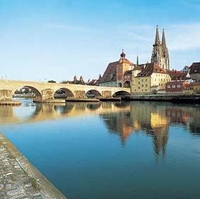 Boc pledeaza pentru interconectarea statelor riverane Dunarii