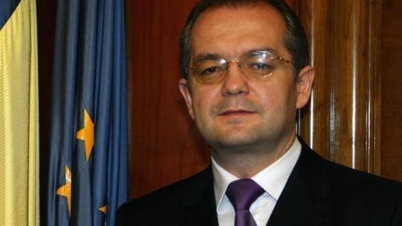 Boc rupe tacerea: Violenta pericliteaza stabilitatea economica a Romaniei
