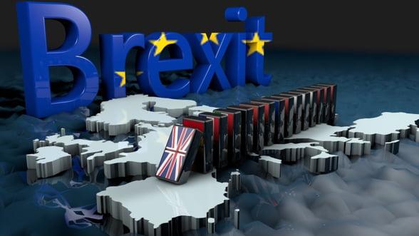 Brexit goneste romanii din Marea Britanie. Economiile lor facute cu greu sunt decimate de picajul lirei