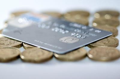 Britanicii renunta la cash. Platile electronice au depasit tranzactiile cu numerar