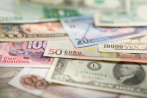 Bucurestenii, campioni la consumul in valuta