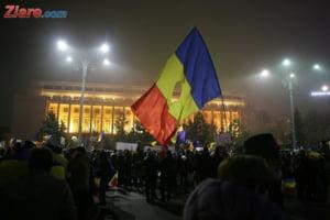 Bucurestenii au iesit in Piata Victoriei pentru a 19-a zi la rand: Zi de zi aici vom fi!