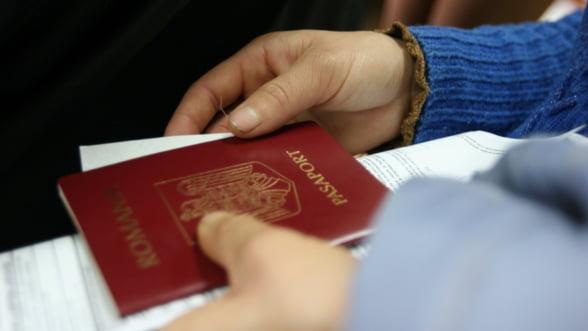 Bucurestenii se inghesuie sa-si faca pasapoarte