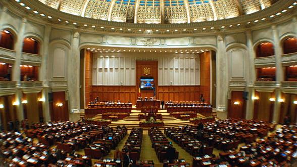 Buget 2013: Dispozitiile generale, adoptate de parlamentari