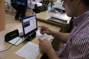 Buletinul electronic cu cip devine oficial in Romania. In premiera, copiii sub 14 ani vor putea avea carti de identitate