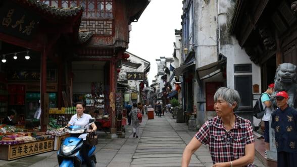 Bursele din China reactioneaza pozitiv la vestea ca autoritatile ar putea renunta la limitarea numarului de copii dintr-o familie