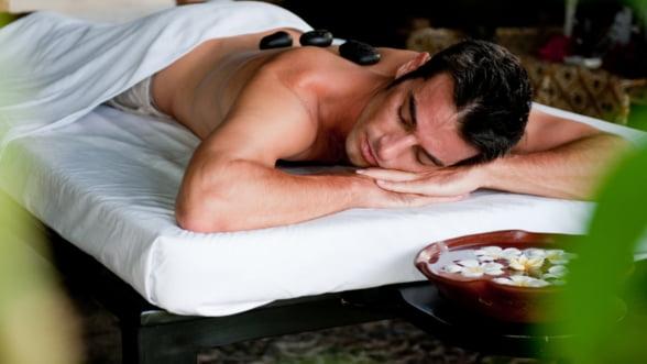 Businessman SPA: Ce zici de un masaj alternativ cu pietre calde si reci?