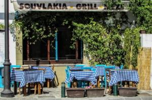 """Cât se lasă bacșiș în Grecia: """"Minimum 50 de euro, doar nu ai de gând sa lași impresia ca ești sărac!"""""""