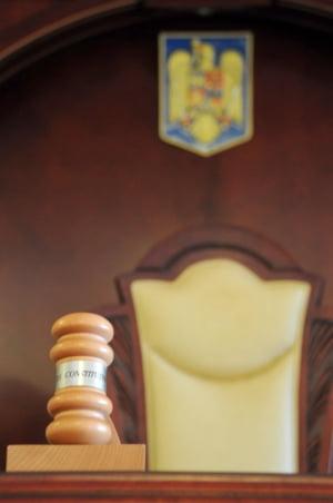 CCR a admis sesizarea presedintelui in cazul legii care permitea parlamentarilor sa fie comercianti