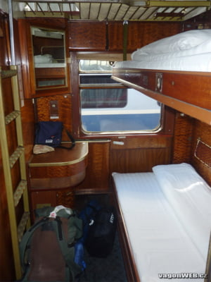 "CFR baga vagoane de dormit in trenurile de zi, in timp ce calatorii stau pe scaune pe traseele nocturne. ""Incompetenta si absurdul ating noi limite"""