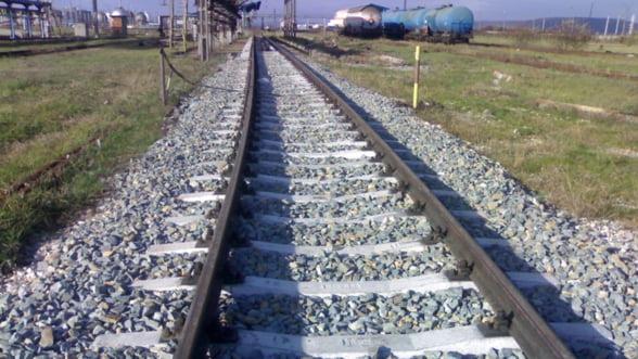 "CFR reuseste ""performanta"" de a reabilita doar 10 kilometri de cale ferata anual"