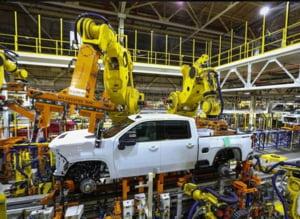 COVID-19: Marile companii americane strang randurile si incep productia de componente pentru 200.000 de ventilatoare