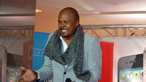 Cabral Ibacka vinde o tableta Samsung in scopuri caritabile