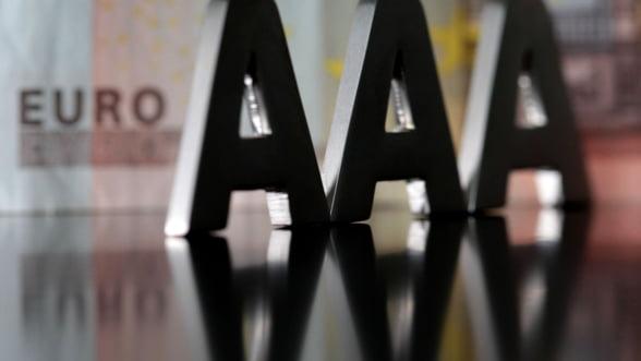 Cainii latra, caravana trece. De ce nu-i pasa Europei de agentiile de rating?