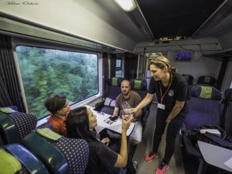 Calatoria cu trenul in care descoperi fortificatii medievale si mestesuguri uitate din Transilvania