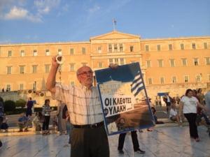 """Cand """"nu"""" s-a transformat in """"da"""": Mii de greci protesteaza la Atena (Foto & video)"""