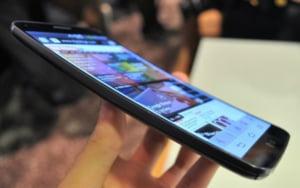 Cand ajunge in Romania telefonul cu ecran curbat LG G Flex - afla pretul la liber