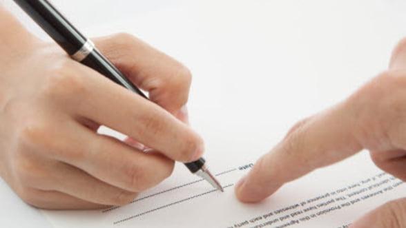 Capcanele din contractul de munca - la ce sa fii atent inainte sa semnezi