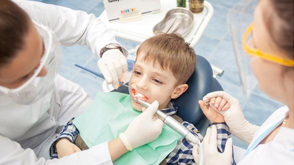 Care sunt avantajele de care beneficiaza pacientii care poarta aparate dentare fixe?