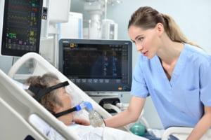 """Care sunt noile reguli pentru tratarea pacientilor cu COVID-19 in Romania: """"Teste rapide in UPU. Medicii de familie monitorizeaza formele usoare"""""""