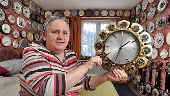 Casa cu 4.000 de ceasuri. Cat iti ia sa le potrivesti la ora de iarna?