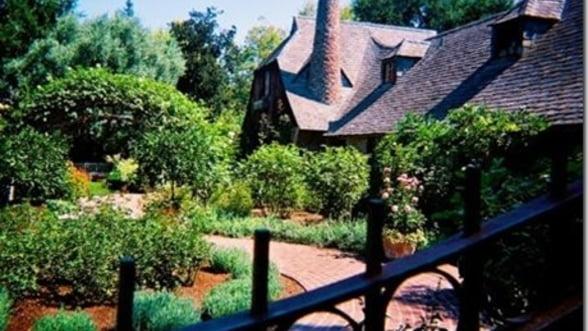 Casa lui Steve Jobs, jefuita de hoti