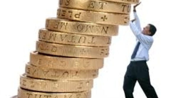 Cat castiga investitorii de pe urma concedierilor masive?