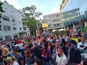 Cateva sute de romani nu au mai reusit sa voteze la Stuttgart, desi au stat ore intregi la coada
