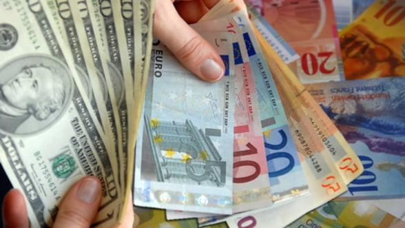 """Cati bani trebuie sa """"pompeze"""" marile economii pentru refinantarea datoriilor"""