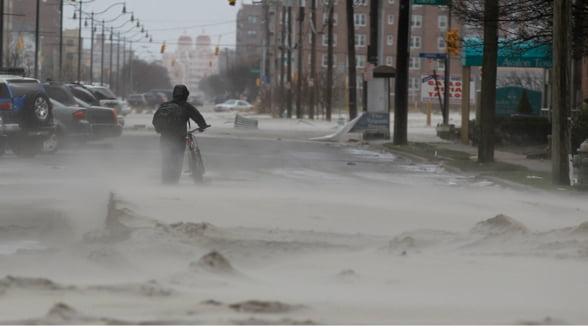 Ce a lasat in urma uraganul Sandy: Primarul din New York nu stie valoarea pagubelor (Foto)