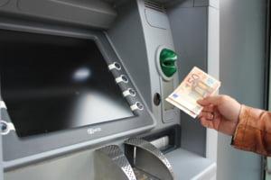 Ce comisioane bancare poti intalni daca scoti bani de la ATM-urile din strainatate