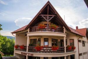Ce uita turistii in hotelurile din Romania: O rochie de mireasa, un papagal si 150.000 de euro