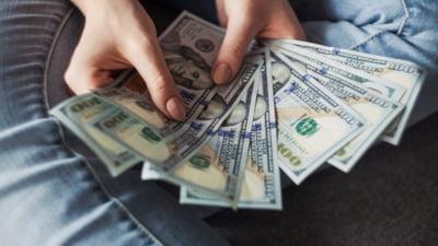 """Ce valoare a indicat aplicarea formulei predictibile de majorare a salariului minim. Raluca Turcan: """"Îmi doresc ca după ce se termină concendiile, sindicatele și patronatele să vină la discuții"""""""
