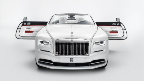 Cea mai sexy limuzina pozeaza ca o vedeta: Rolls Royce Dawn