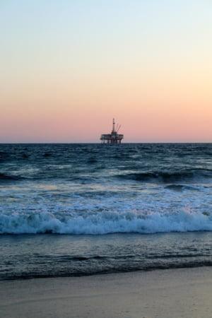 Cea mai veche platforma petroliera din Marea Neagra va ajunge la fier vechi, de 1 mai