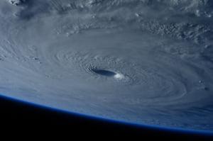 Cel mai important uragan inregistrat in estul Atlanticului se apropie de Irlanda. Toate scolile au fost inchise de teama Opheliei